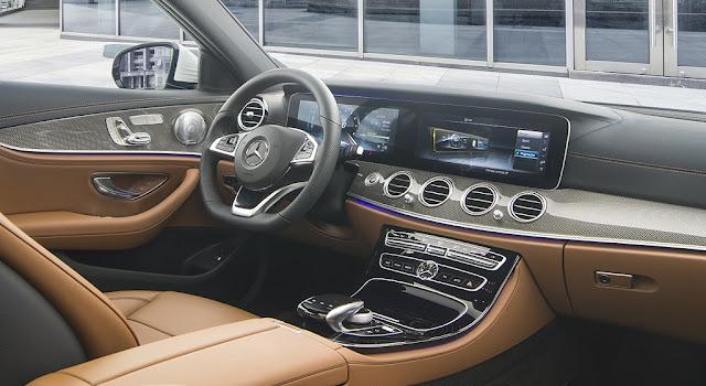 Nội thất Mercedes E300 AMG 2017 nhập khẩu được thiết kế thể thao nhưng không kém phần sang trọng và đẳng cấp