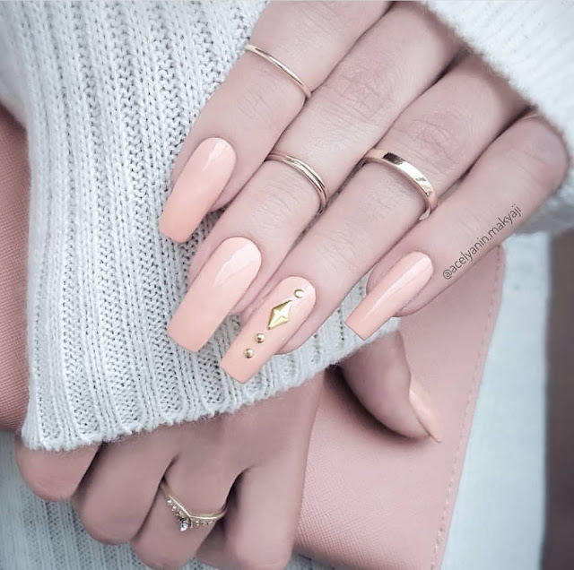 Cute Nail Colors for White Skin