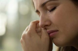 Cara menghilangkan mata lebam akibat menangis dengan cepat