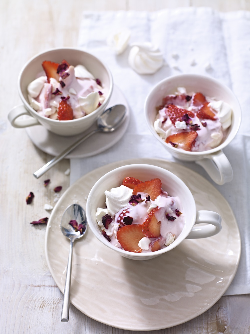 Speedy Strawberry Yogurt And Meringue Mess
