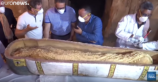 Túmulos secretos com sarcófagos são descobertos no Egito - Img