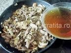 Vita Stroganoff preparare reteta - turnam supa