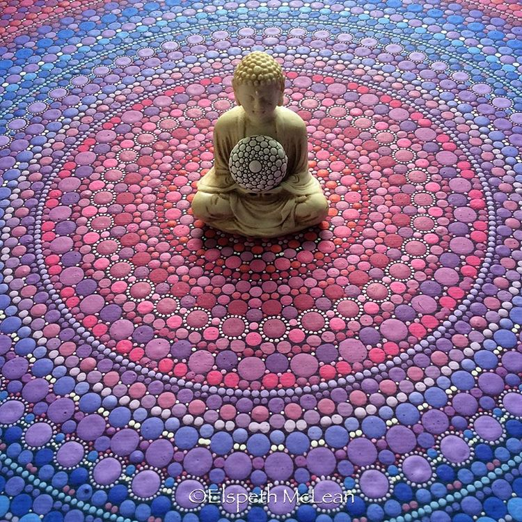 05-Buddha-Elspeth-McLean-Dotillism-Paintings-Mandala-on-Stones-Canvas-and-Clothes-www-designstack-co