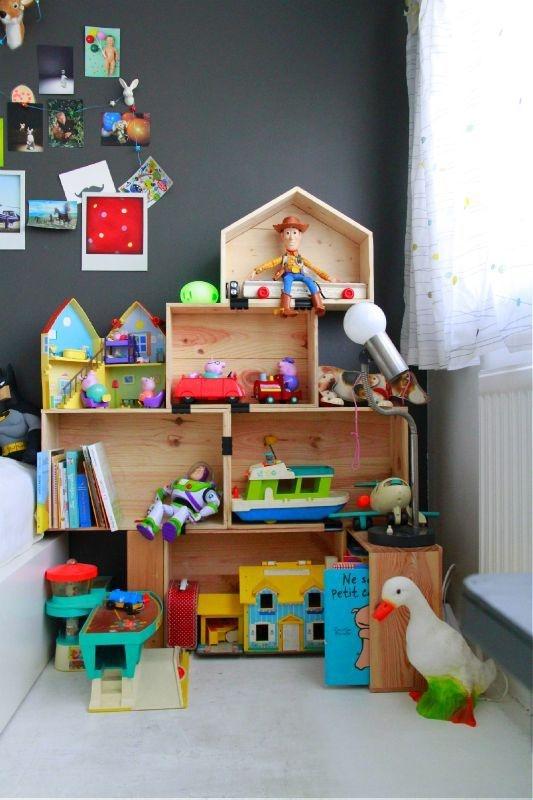 reutilizar caixotes de madeira organizar brinquedos casinha
