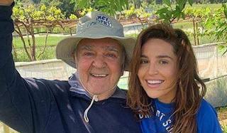 Ο Πασχάλης Τερζής ανέβασε φωτογραφία αγκαλιά με την κόρη του ανήμερα του Πάσχα