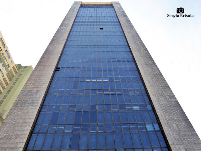 Perspectiva inferior da fachada do Tribunal Regional do Trabalho da 2ª Região - Higienópolis - São Paulo