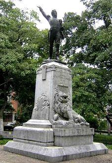 Foto a la estatua de José María Córdova