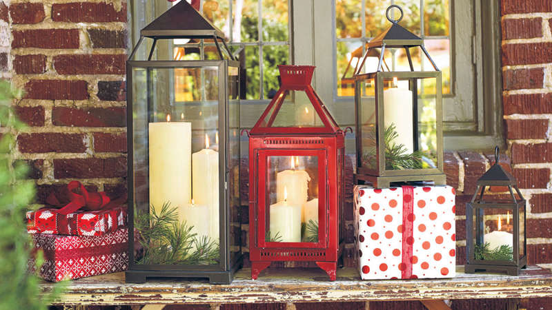 House and home holiday decorating services