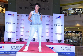 Actress Iniya Stills in Denim Jeans at Max Spring 2017 Collection Launch  0018.jpg