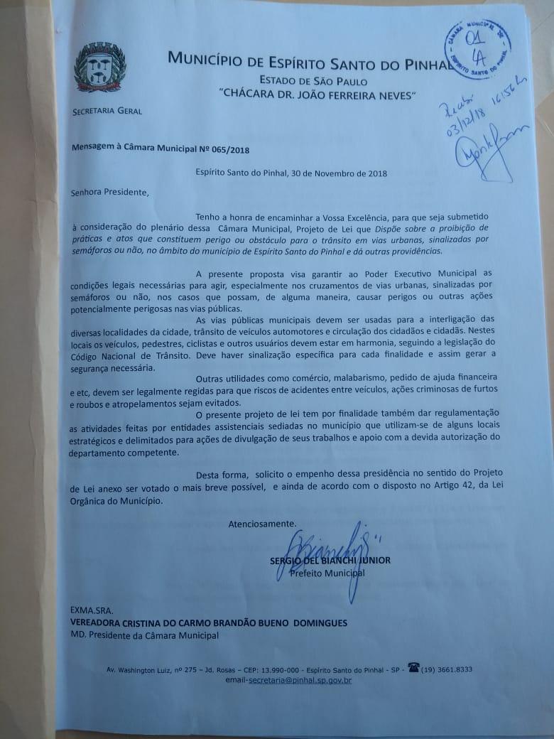 PL de autoria do prefeito quer proibir ação de artistas em semáforos e cruzamentos