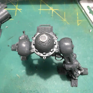 Questoris Mechanicus Knight Crusader WIP magnetizing the legs