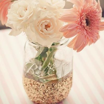 Inspiration pour décorer son mariage avec des bocaux en verre mason jar blog mariage www.unjourmonprinceviendra26.com