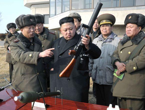 Kim Jong Un dan peluncur granat