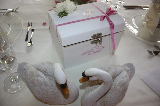Hochzeit in Fuchsia im Riessersee Hotel Garmisch-Partenkirchen - Fuchsia Wedding center pieces table decor #Riessersee #wedding venue #Hochzeitshotel #Garmisch #Bayern #Bavaria #Hochzeit #wedding