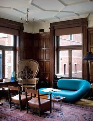 Diseño de sala turquesa y marrón