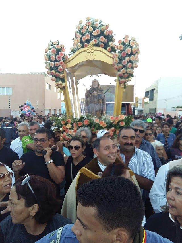 Procissão encerra festa de Santa Rita padroeira de Santa Cruz