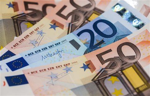Πρόσθετο φόρο έως 580 ευρώ φέρνει η μείωση του αφορολόγητου