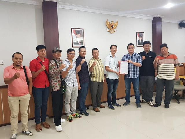 Aksi KNCI Menolak Pembatasan Registrasi Kartu Perdana