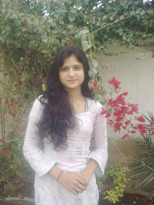 Desi nude teen with dildo