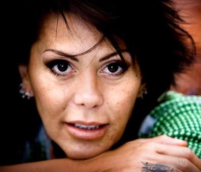 Rostro de Alejandra Guzmán sonriendo