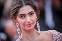 Sonam Kapoor looks stunning in Cannes 2017 017.jpg