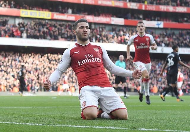 Kolasinac decide, e Arsenal vence o Swansea de virada