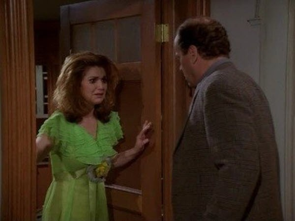 Frasier - Season 3 Episode 22: Frasier Loves Roz