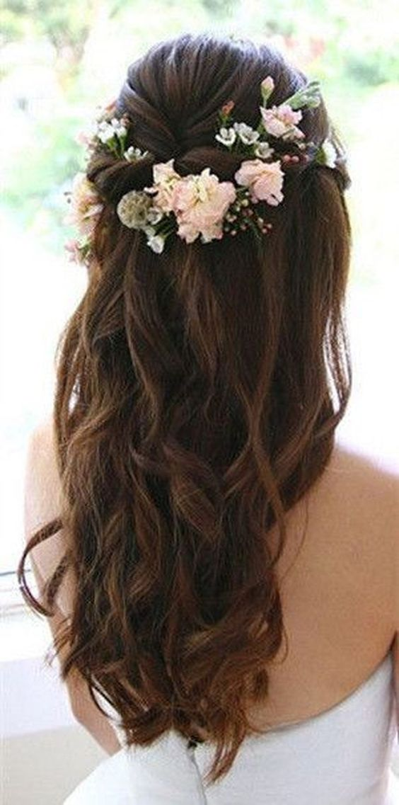 56 Adorable Summer Hairstyles Ideas With Flowers