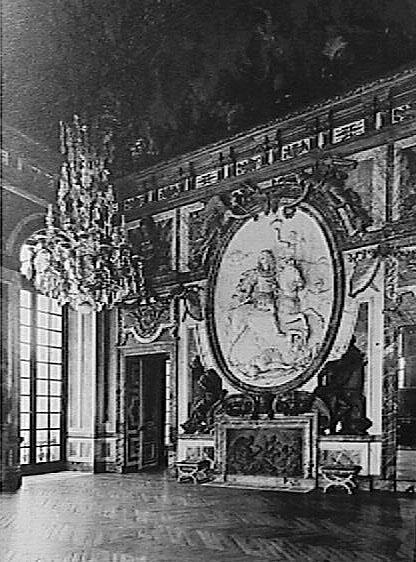 Kenney Mencher Versailles