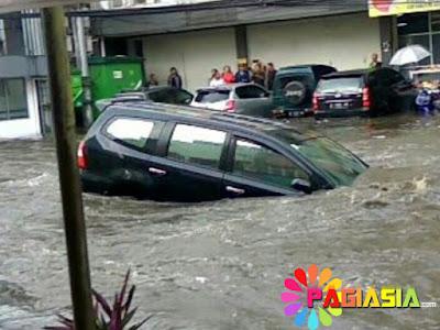 Ridwan Kamil Akan Sesegera Mungkin Membongkar Semua Bangunan yang Menyebabkan Banjir di Bandung