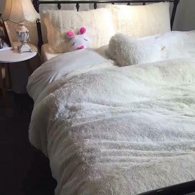 Bộ chăn ga nỉ nhung màu trắng