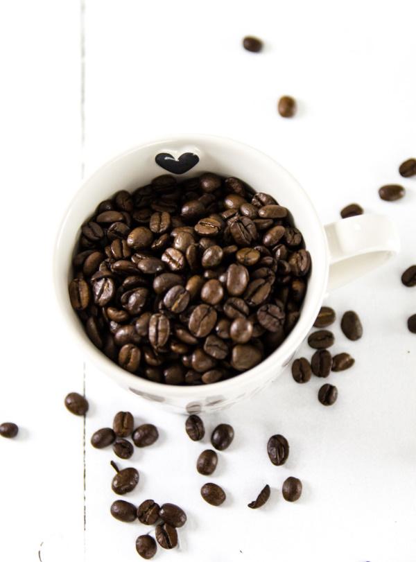Große Kaffee-Liebe: Geröstete Kaffeebohnen
