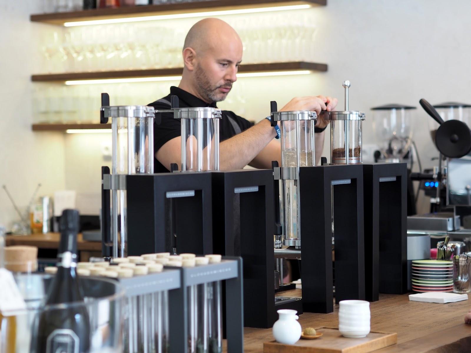 momoichi kavárna praha vinohrady
