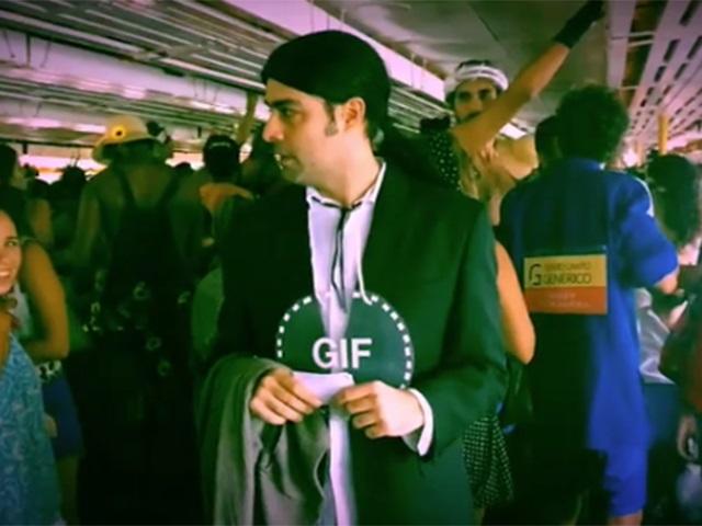 Sucesso do carnaval: Travolta Confuso