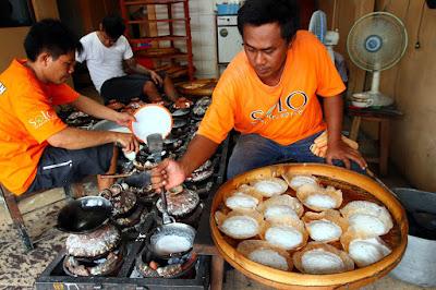 makanan khas Solo Srabi Notosuman