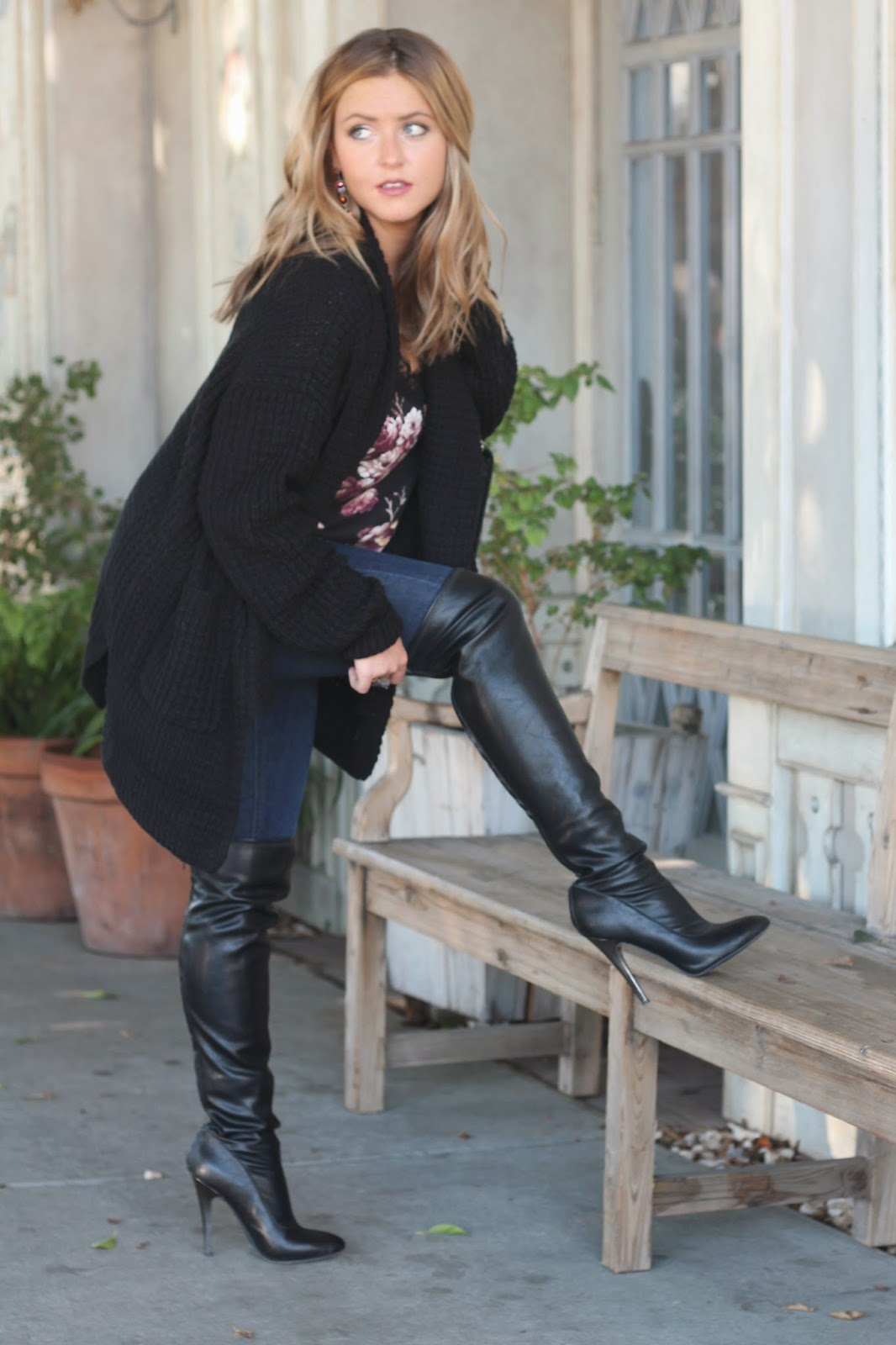 Women's Boots Score the perfect pair of women's boots at Famous Footwear! With favorite colors like brown, black, and grey and materials like leather and suede, .