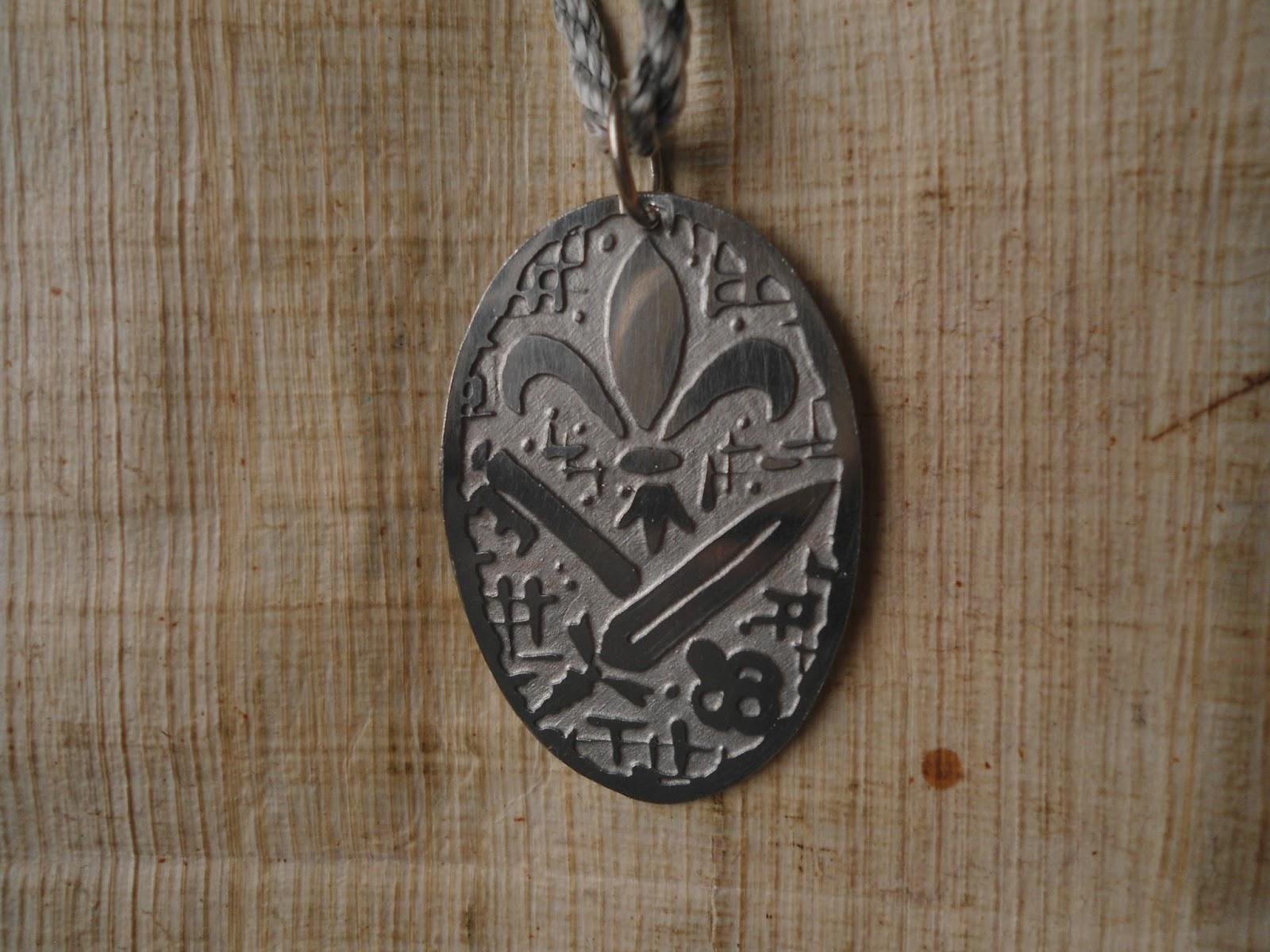 7 Medalhas Ciganas - Medalhas Com Símbolos Ciganos Da Sorte   Reza ... 75b6aa76ae