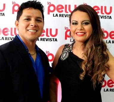 Foto de Néstor Villanueva elegante y sonriente