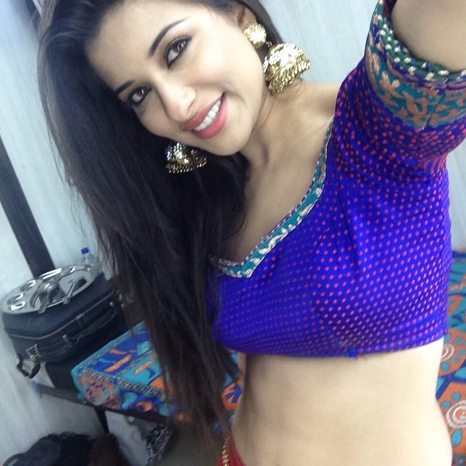 Pic Search Nyra Banerjee
