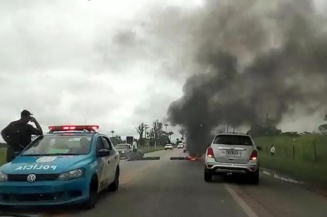 http://vnoticia.com.br/noticia/2296-funcionarios-da-campostur-fazem-manifestacao-na-br-356