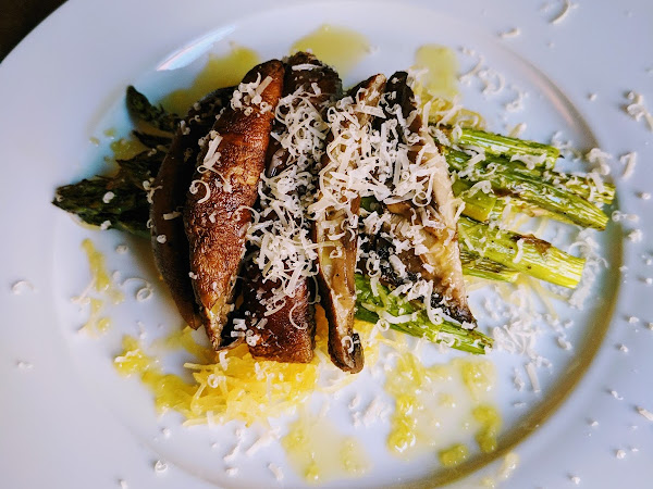 Roasted Portobello, Asparagus & Garlic Parmesan Spaghetti Squash #Recipe