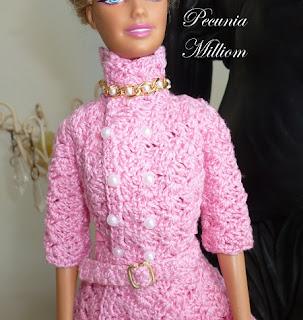 Casaco de Crochê Com Saia Godê Para Barbie  Por Pecunia MillioM detalhe