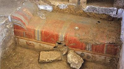 Έτσι μετέφεραν σπάνιο Ρωμαϊκό τάφο 80 τόνων από την Ολυμπία οδό στο Μουσείο Αρχαίας Κορίνθου