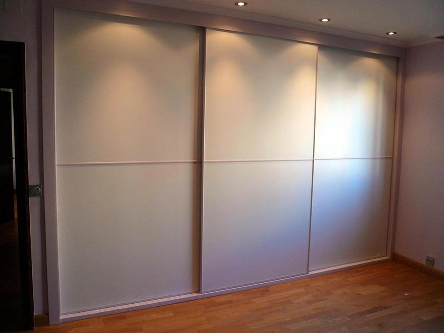 Artideco puertas de madera suelos laminados y armarios en zaragoza - Armario de habitacion ...