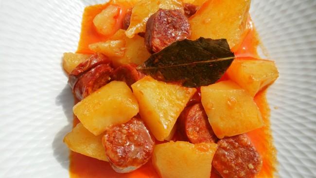 Un guiso de patatas con chorizo