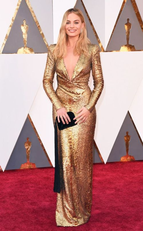 Margot Robbie in a gold Tom Ford frock at the Oscars 2016