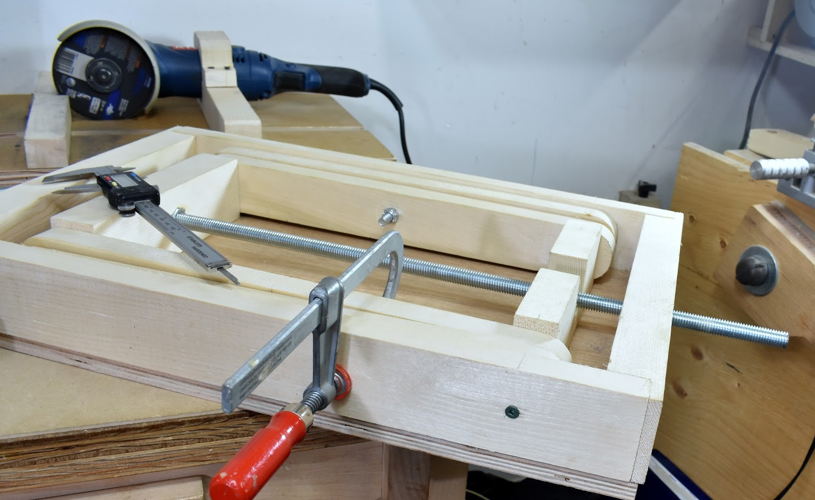 Jax Design: How to Make a Scissor Lift Table