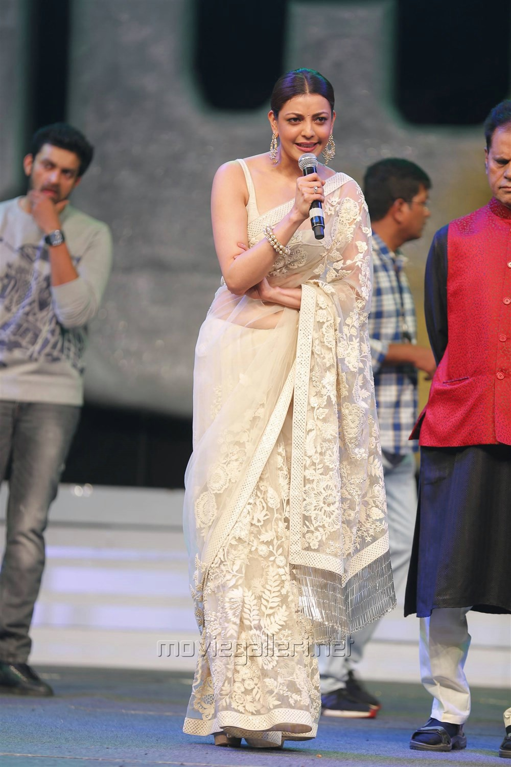 Kajal Aggarwal Looks Stunning in Cream Saree at Khiladi 150 Pre Release Event Jnaury 2017