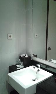 kamar mandi hotel swiss bell-inn balikpapan