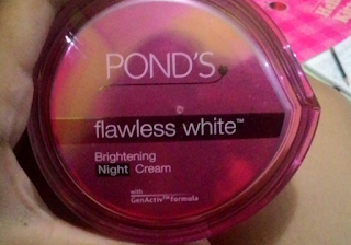 Manfaat Pond's Flawless White Day Cream